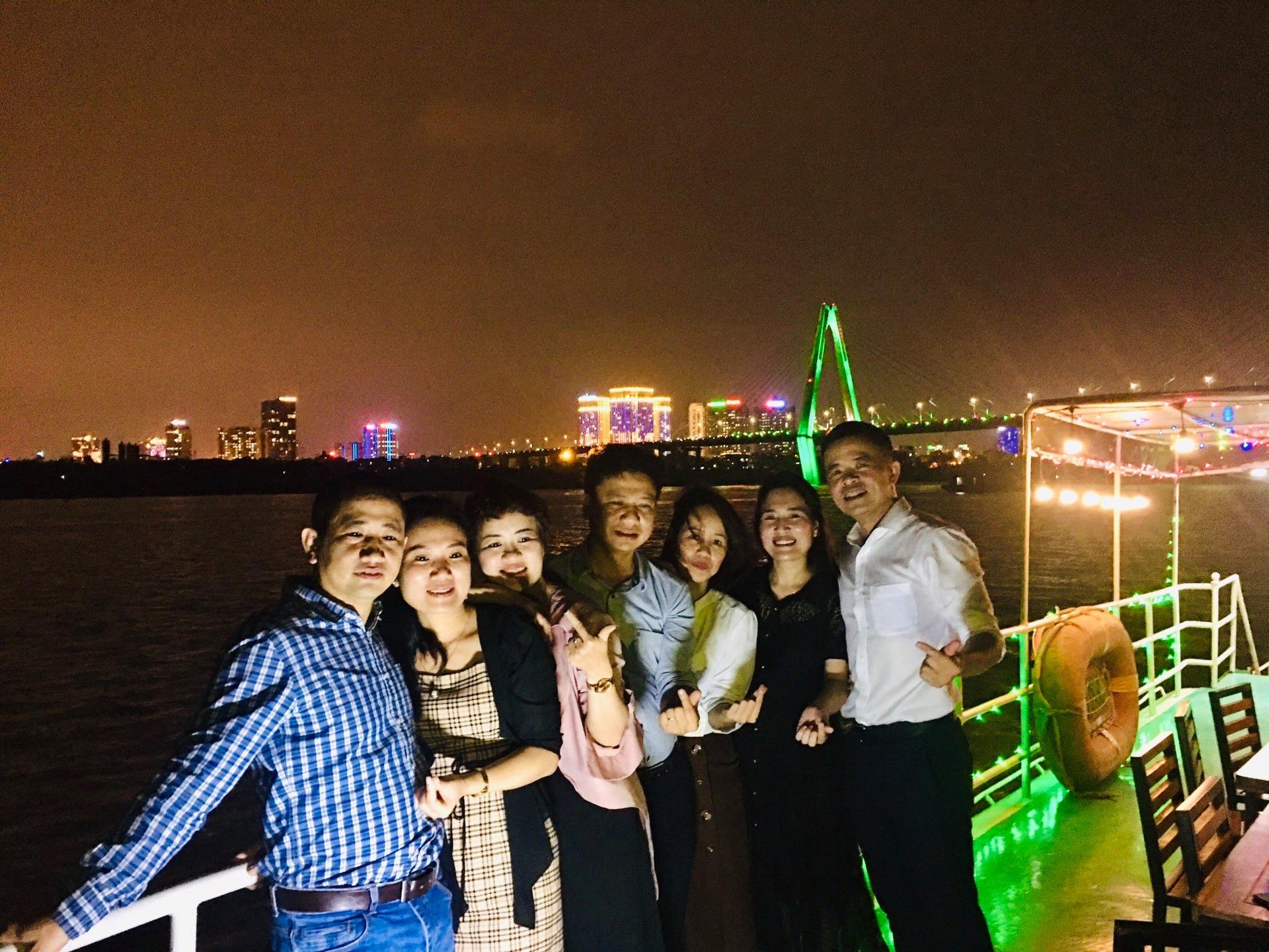 Lung Linh Đêm Sông Hồng
